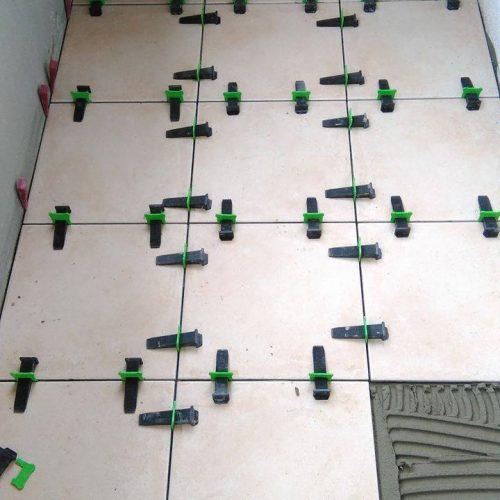 система за нивелация на плочки