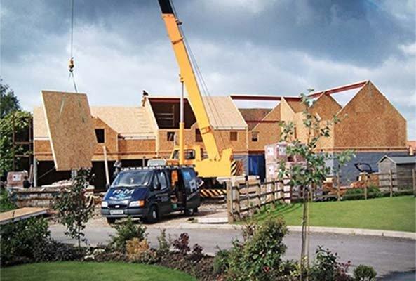 OSB се използва за обшивки на стени и покриви.