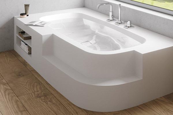 Красива функционална вана от композит.