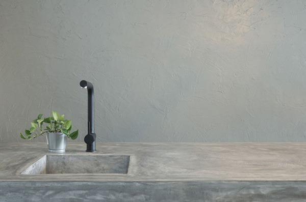От бетона е изработен ефектен кухненски плот.