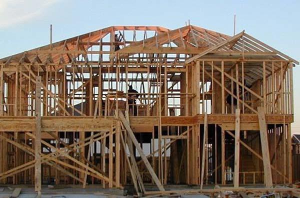 Дървена конструкция на къща.