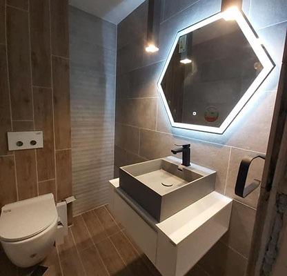 Обзавеждане за баня с конзолен шкаф